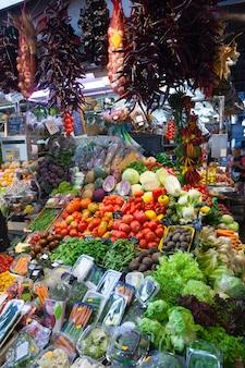 Legumes no balcão do mercado