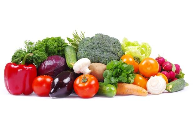 Legumes no fundo branco