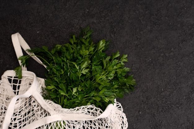 Legumes orgânicos no saco