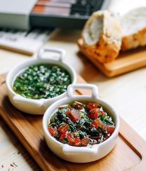 Legumes picados e ervas com pão