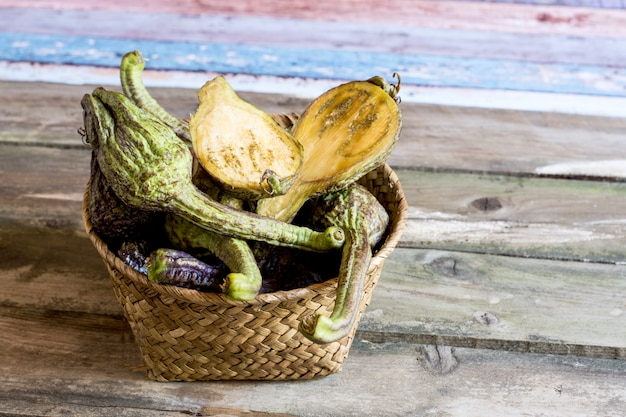 Legumes saudáveis na cesta aepypodius