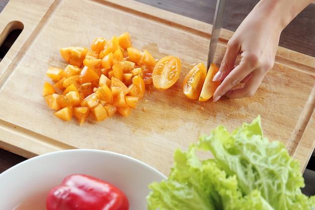Legumes sendo cortados