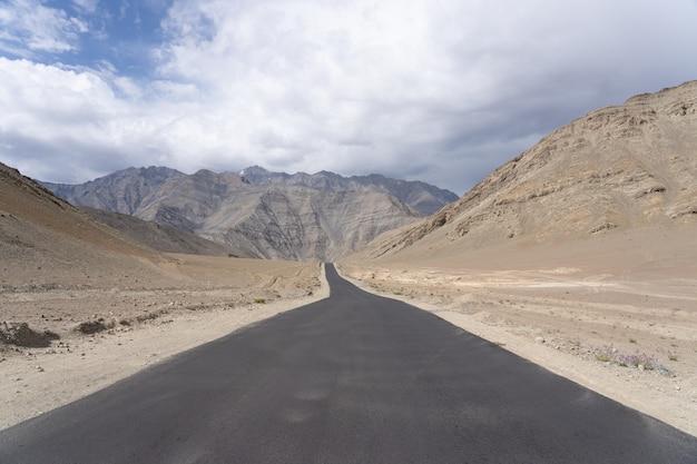 Leh ladakh para panggon o norte da índia viagem para a aventura