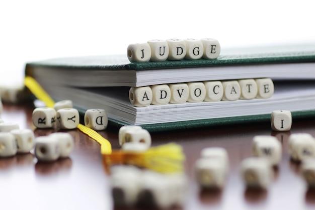 Lei do texto cúbico e juiz