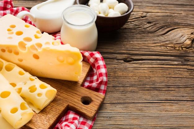 Leite e queijo close-up