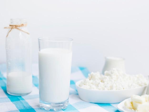 Leite, iogurte e queijo cottage