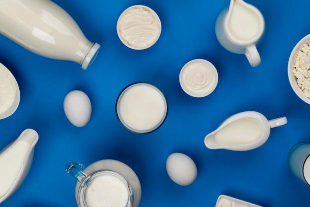 Leite, queijo cottage, creme de leite e iogurte, vista superior, plana leigos