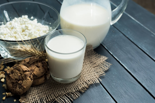 Leite, queijo cottage - produtos lácteos