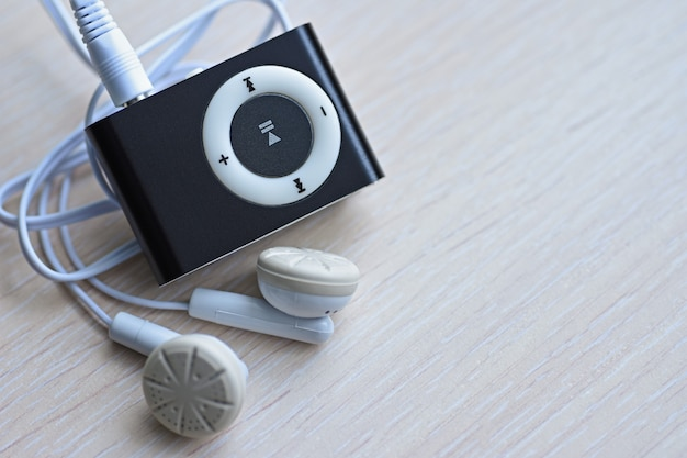 Leitor de música compacto digital com auscultadores