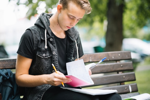 Leitura de leitura de estudantes sérios