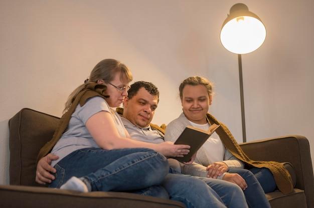 Leitura multicultural em família