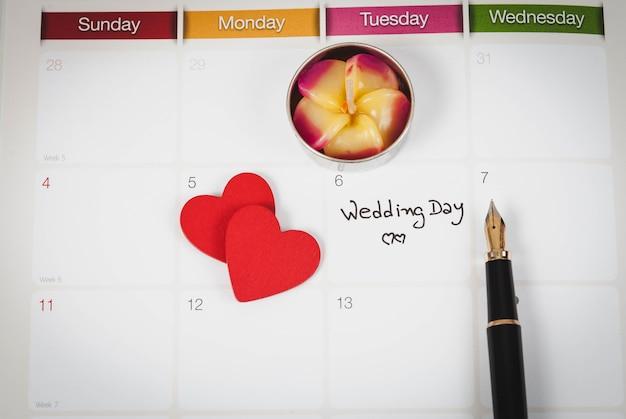 Lembrete dia do casamento no planejamento de calendário e fonte