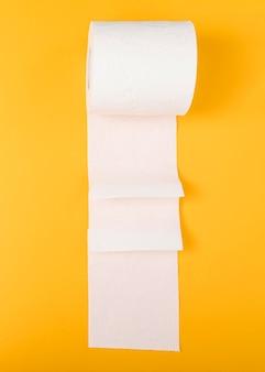 Lenço de papel higiênico dobrado