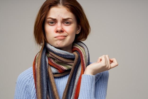 Lenço de pescoço de mulher com lenço frio fundo claro