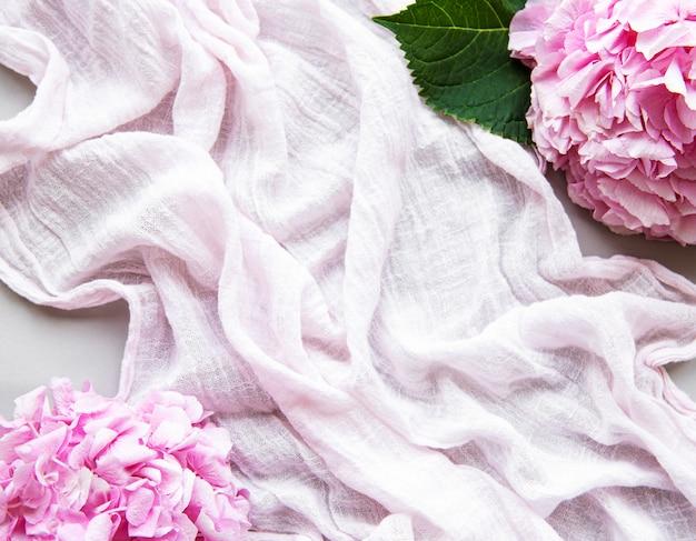 Lenço e hortênsia rosa linda