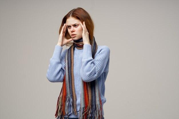 Lenço frio de mulher no pescoço, close-up