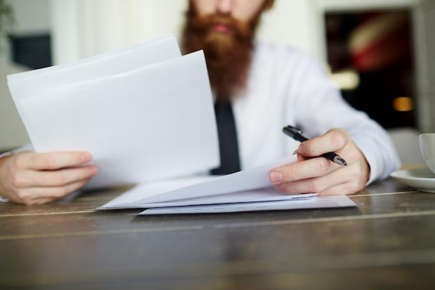 Lendo documentos comerciais