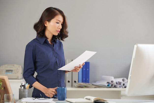Lendo o documento com cuidado