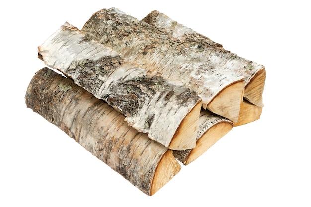Lenha. pilha de lenha isolada em um fundo branco. troncos de madeira de fogo de vidoeiro - trajeto de grampeamento.