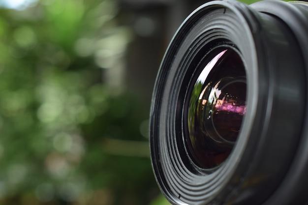 Lente da câmera que fornece qualidade nítida e bonita para fotógrafos profissionais.