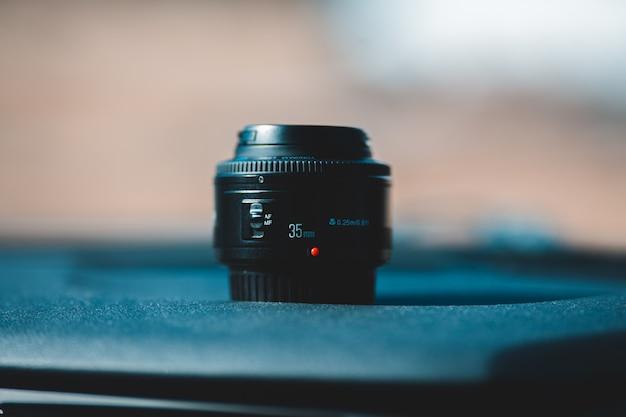 Lente de câmera com zoom preto