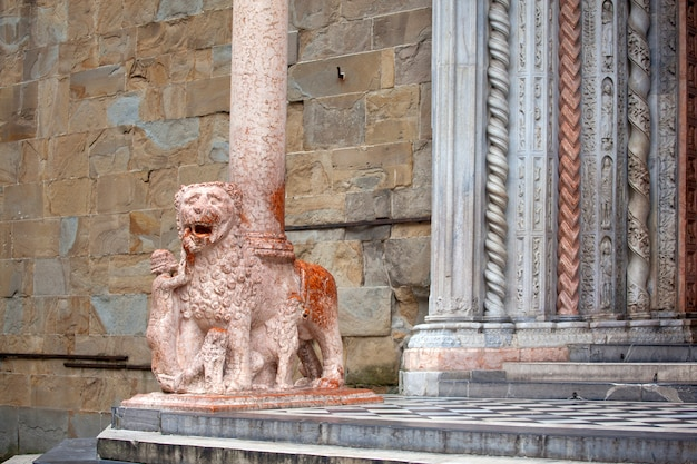 Leões apoiando as colunas, basílica de santa maria maggiore,
