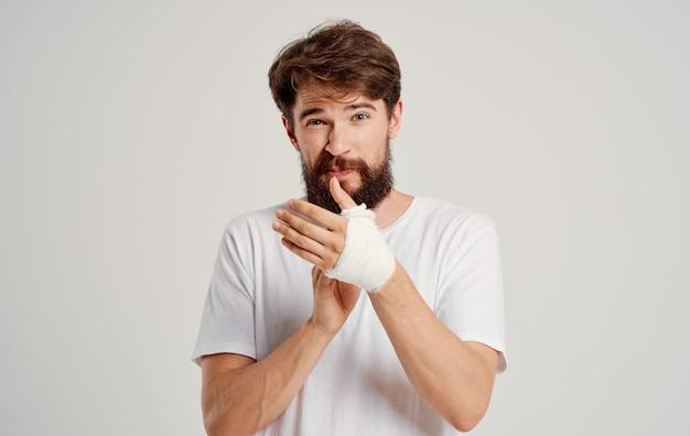 Lesão de problemas de saúde de mão suja do paciente masculino.