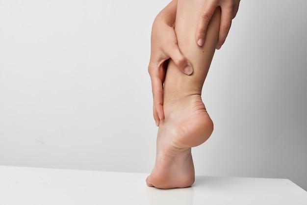 Lesão nos pés, problemas de saúde, massagem, tratamento, distúrbio