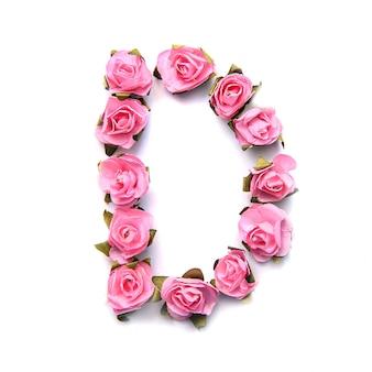 Letra d do alfabeto inglês de rosas na superfície branca