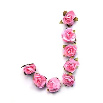 Letra j do alfabeto inglês de rosas na superfície branca