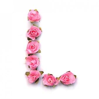 Letra l do alfabeto inglês de rosas na superfície branca
