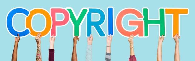 Letras coloridas, formando a palavra copyright