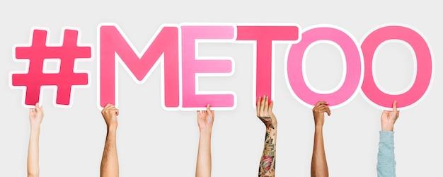 Letras cor de rosa, formando a palavra #metoo