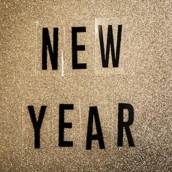 Letras de ano novo em fundo sépia de ruído