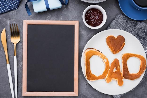 Letras de pão vista superior para o dia dos pais e moldura