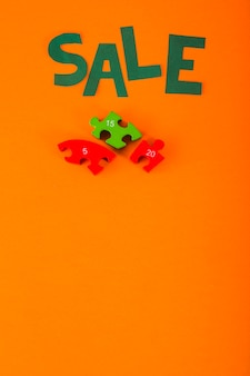 Letras de venda de papel em fundo laranja