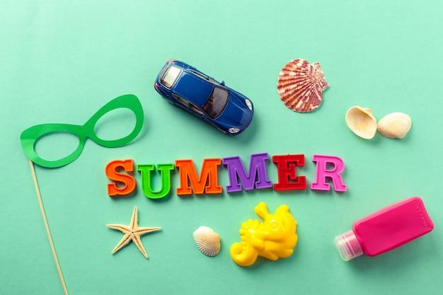 Letras de verão e elementos de praia
