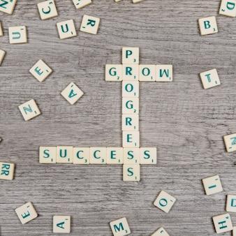 Letras formando as palavras progresso, crescimento e sucesso