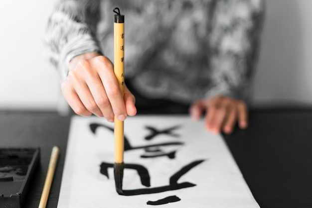 Letras japonesas com tinta