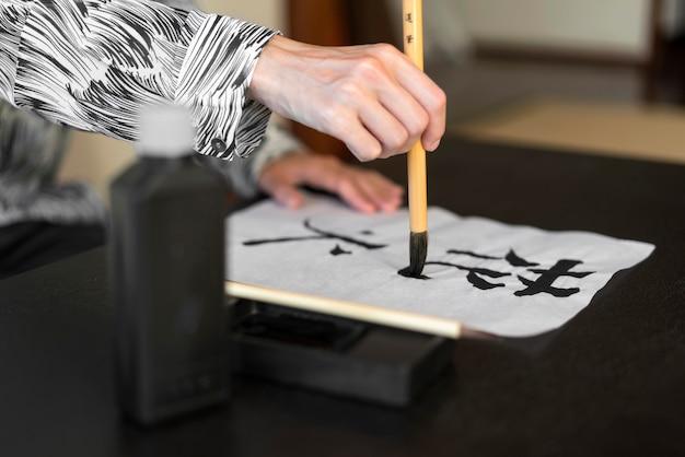Letras japonesas no papel