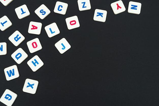 Letras quadradas coloridas em inglês