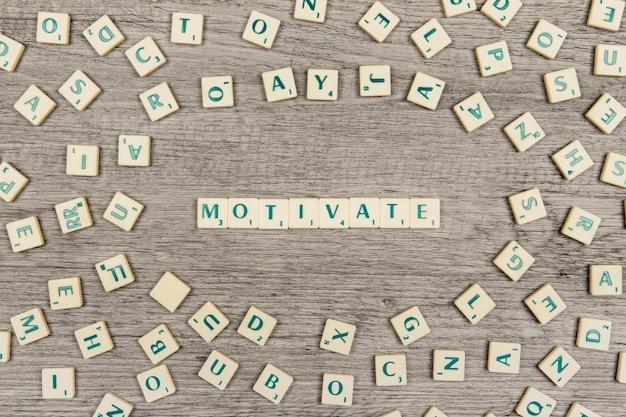 Letras que formam a palavra motivar