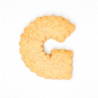 Letterg feito de bolacha cracker isolado no fundo branco