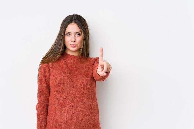 Levantamento caucasiano novo da mulher isolado