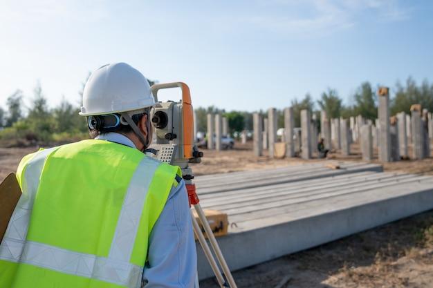 Levantamento de posição de engenharia verificação de pilha de concreto