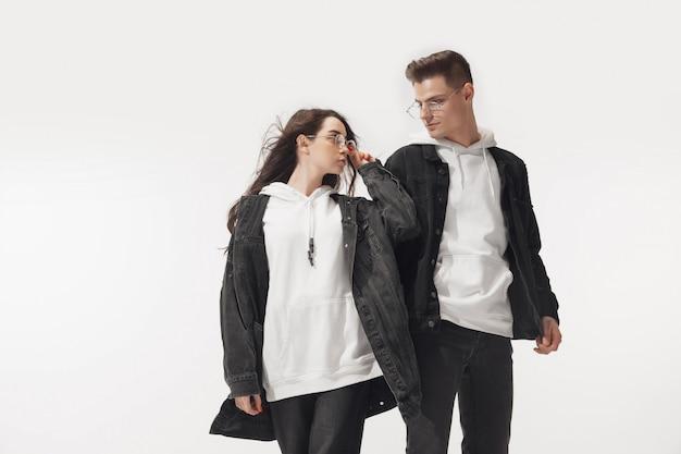 Levantamento elegante na moda do casal