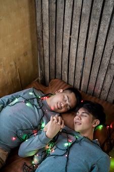 Lgbt amantes homossexuais masculinos, casal gay na cama