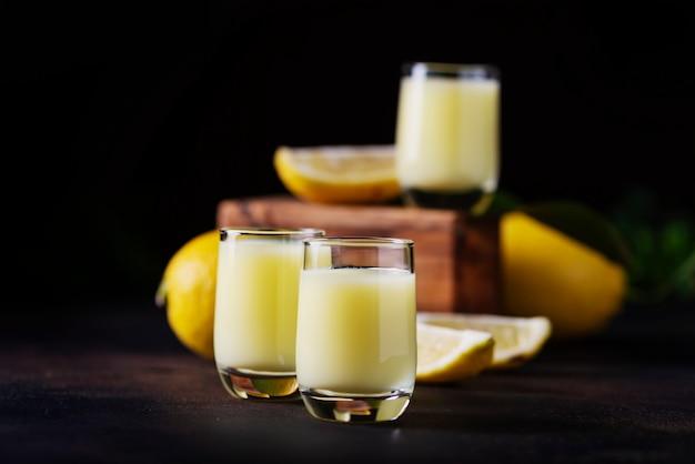 Licor com limão e creme