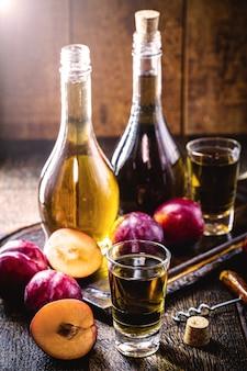 Licor de ameixa, bebida alcoólica com ameixa tradicional do oriente médio e da ásia