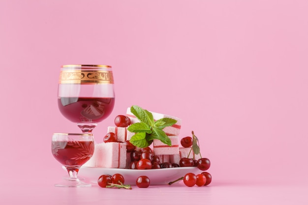 Licor de cereja rosa